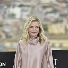 <b>Gale Wheathers</b> (Michelle Pfeiffer): Kincaid's devoted unmarried significant other for the past 10 years.
