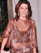 Neve Campbell gallery 5