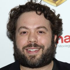 <b>Kenny Jones</b> (Dan Fogler): Gale's hardworking, if overweight, camera man. Since Folger played Jacob Kowalski in