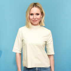 <b>Sarah Darling</b> (Kristen Bell): A not particularly bright actress who's upset for being casted for role of younger women. Upset with Roman and his constant script changes, even dying believing he killed her.