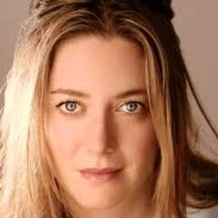 <b>Mrs. Riley</b> (Zoe Perry): Dewey and Tatum's loving mother. Ever since Maureen Prescott was murdered, Mrs. Riley became Sidney's second motherly figure. She's also connected to Sidney's family in ways she would rather never know.