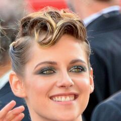 <b>Jenny Randall</b> (Kristen Stewart): Trevor's other girlfriend, Jill's mortal enemy, Marnie's close friend and one of Charlie's harassment and lust interests. Personally, I used to hate Kristen's guts after playing Bella in