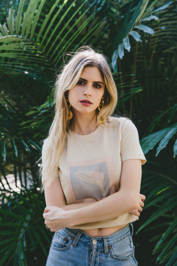 Fichier:Carlson Young.png