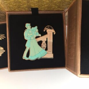 Dlr-haunted-mansion-pin-house-boxed 1 21ee58d80f077d9fdbcbea3344183e80