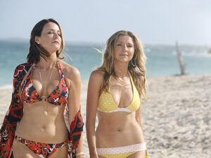 8x14 Jordan Elliot in bikinis