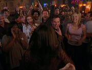 5x16-Happy Crowd