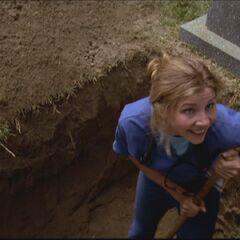 Elliot schaufelt sich ihr eigenes Grab als sie sich wiedereinmal im Ton vergreift