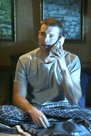 3x18 Sean on phone