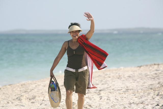 File:8x14 Carla on beach.jpg