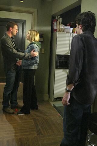File:3x18 Elliot gets back with Sean.jpg