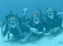Jessica Chastain, Bryce Dallas Howard, Emma Stone - Scuba Diving Photoshoot