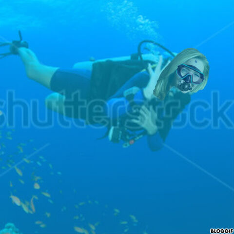 File:Lisa Kudrow scuba diving.jpg