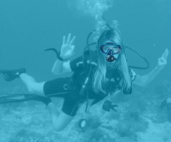 File:Emma Roberts scuba diving.jpg