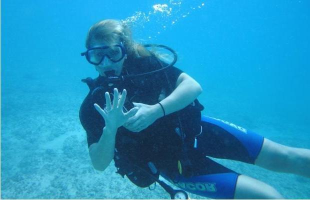 File:Jamie Lynn Spears scuba diving.jpg