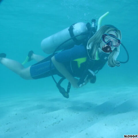 File:Michelle Pfeiffer scuba diving.jpg