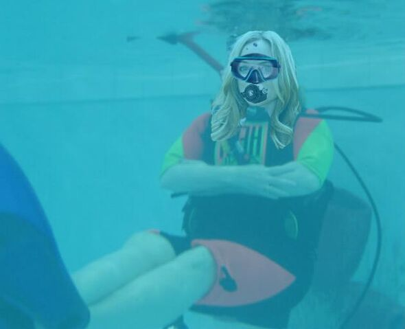 File:Heather Graham scuba diving.jpg
