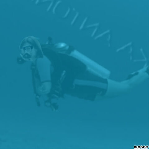 File:Michelle Monaghan scuba diving.jpg
