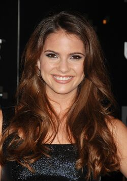 Shelley Hennig 008