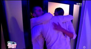 SS9 Prime 16 octobre 2015 Jonathan et Coralie embrassent Nicolas qui sort