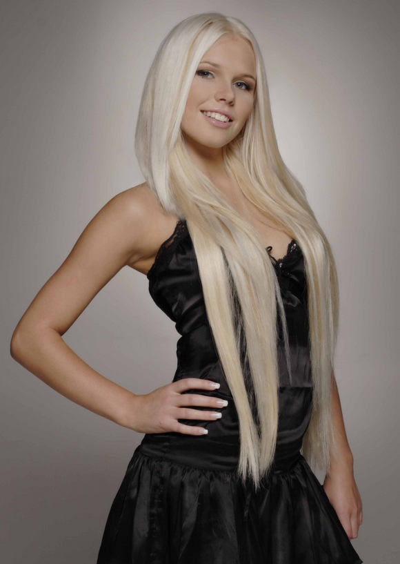 The beautiful laura singer 3