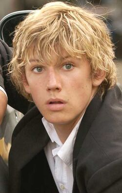 Alex Pettyfer hot (16)