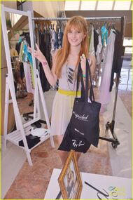 Bella-thorne-shopping-bag-fashion
