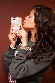 41363 Preppie Zendaya Coleman posing with her new cell phone at a house in LA 4 122 518loFIVE