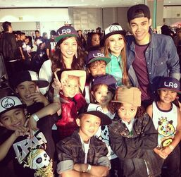 Roshon-fegan--with0kid-fans