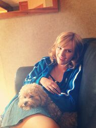 Bella-thorne-blue-jacket-with-kingston