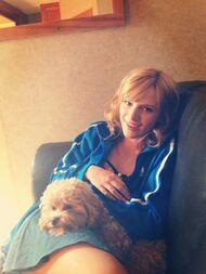 Bella-thorne-blue-jacket-with-kingston