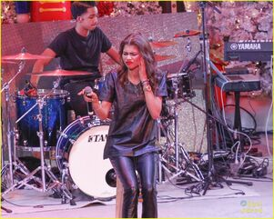 Zendaya-toys-for-teens-event-performer-16