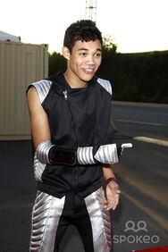 Roshon-fegan-costume-stage-cool-hot
