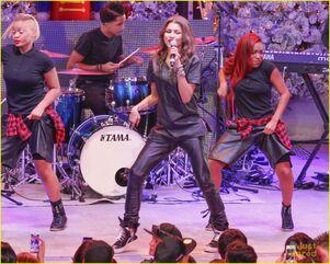 Zendaya-toys-for-teens-event-performer-21