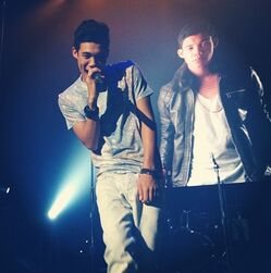 Roshon-fegan-performing-a-show