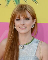 Bella-thorne-at-the-kids-choice-awards (2)
