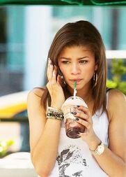Zendaya-coleman-on-the-phone-drinking