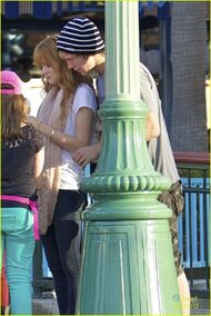 Bella-thorne-in-the-street