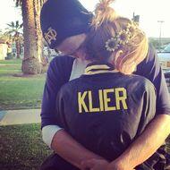 Bella-thorne-hugging-her-boyfriend-Tristan