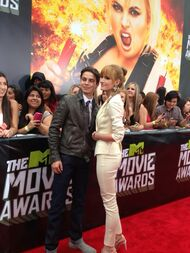 Bella-thorne-with-Jake-T-Austin-at-the-MTV-movie-awards