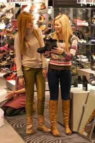 Bella-thorne-in-shop-with-OliviaHolt