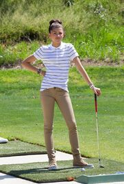 Zendaya-coleman-playing-golf