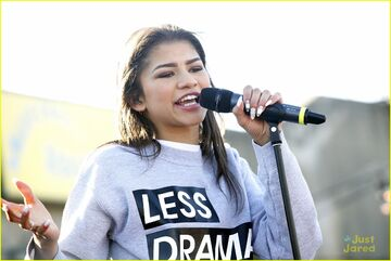 Zendaya-riverrink-opening-performer-05