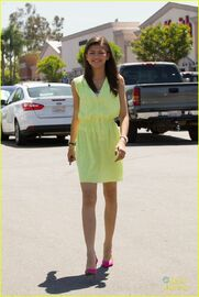 Zendaya-coleman-in-beaut-yelloe-smiling