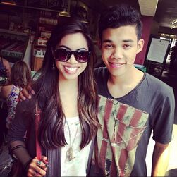 Roshon-fegan-with-apretty-fan