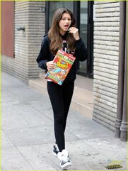 Zendaya-coleman-Eating-Fruity-Pebbles-In-The-Street