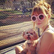 Bella-thorne-with-her-puppy-(2)