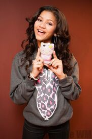 Preppie Zendaya Coleman posing with her new cell phone at a house in LA 6 122 183loTWO