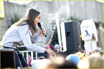 Zendaya-riverrink-opening-performer-08