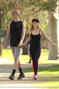 Bella-thorne-run with boyfriend (2)