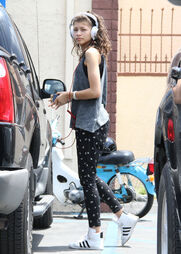 Zendaya-coleman-headphones-curly-hair-car-park